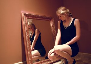 woman_in_the_mirror